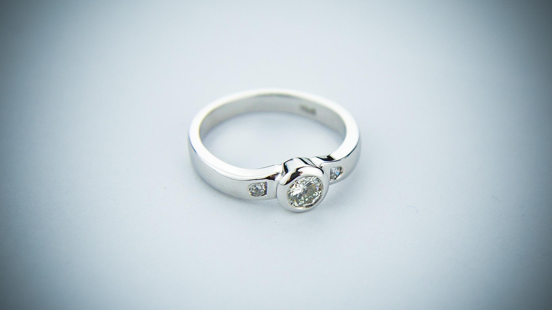 Можно ли носить чужие кольца по народным приметам