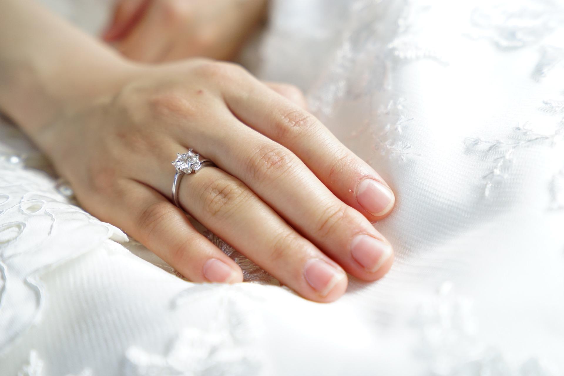 Можно ли снимать обручальное кольцо по народным приметам