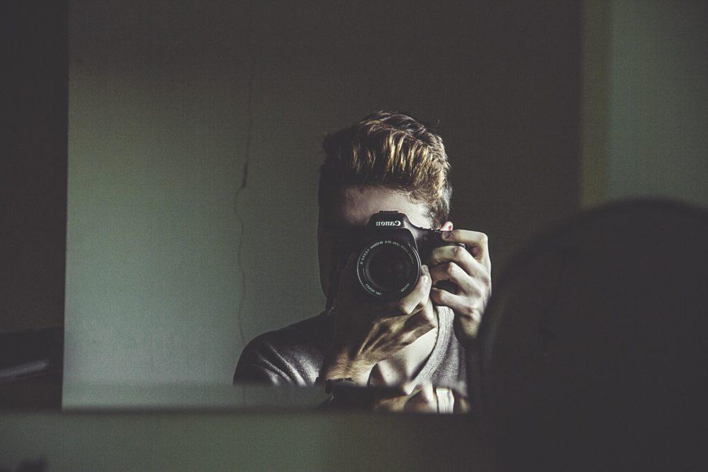 Почему нельзя фотографироваться в зеркале по народным приметам