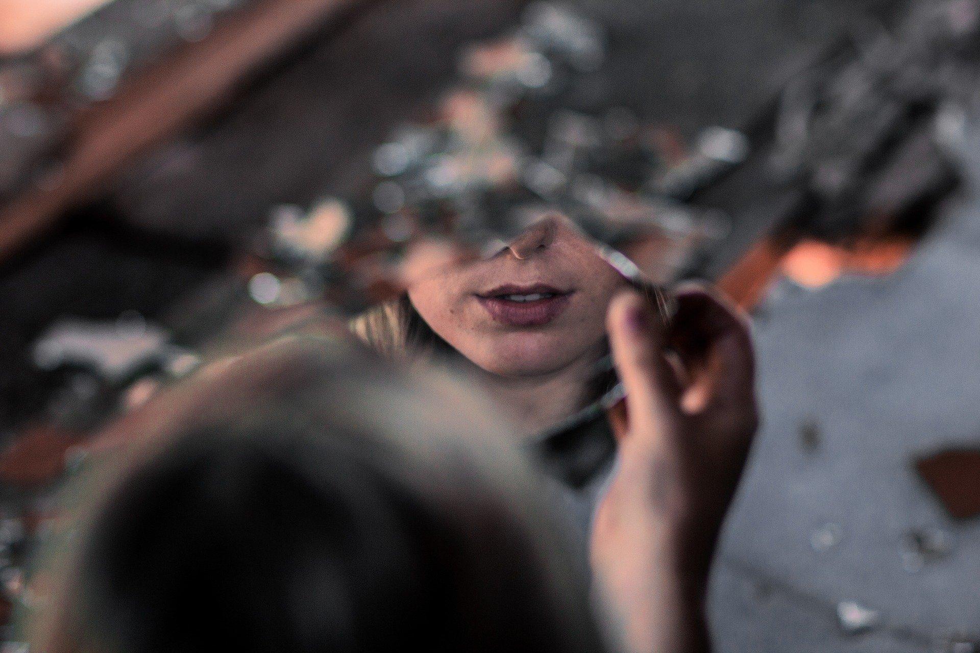 К чему ребенок разбил зеркало по народным приметам